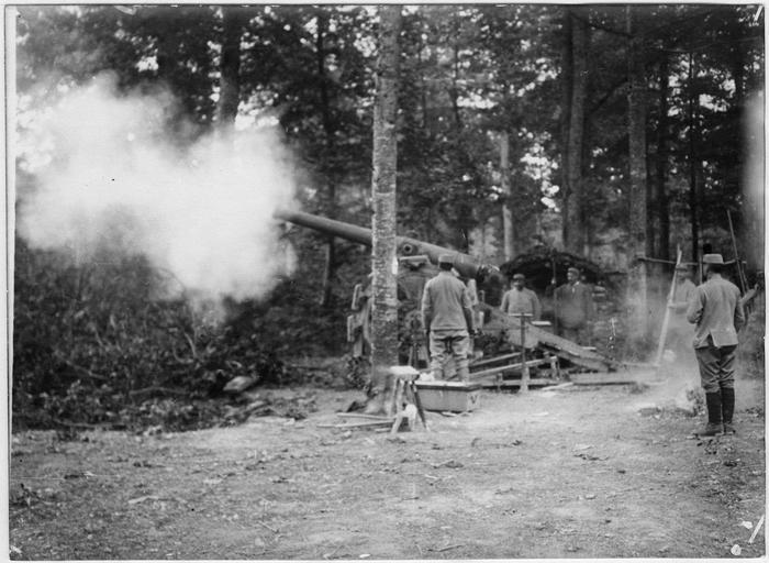 Camp des Hauts Bâtis, canon de 120 de long en action - 1915.07.16 ©Ministère de la Culture (France) - Médiathèque de l'Architecture et du Patrimoine - Diffusion RMN