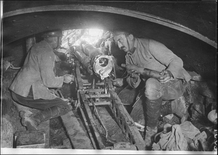 Secteur Z :  En première ligne, casemate d'un canon de 65 - 1916.05.23 ©Ministère de la Culture (France) - Médiathèque de l'Architecture et du Patrimoine - Diffusion RMN